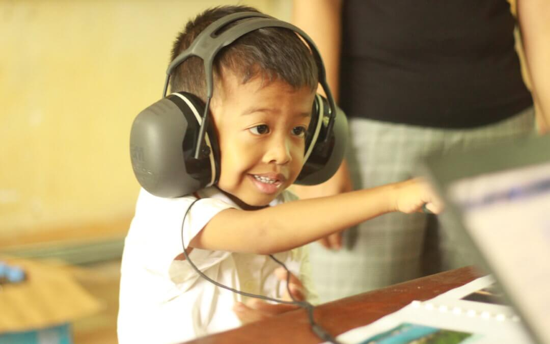 Hearing screening for children in Sen Sok district